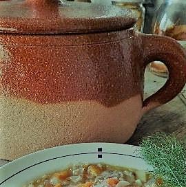 Laterracottaèceramica,ma la ceramicanon è solola terracotta.